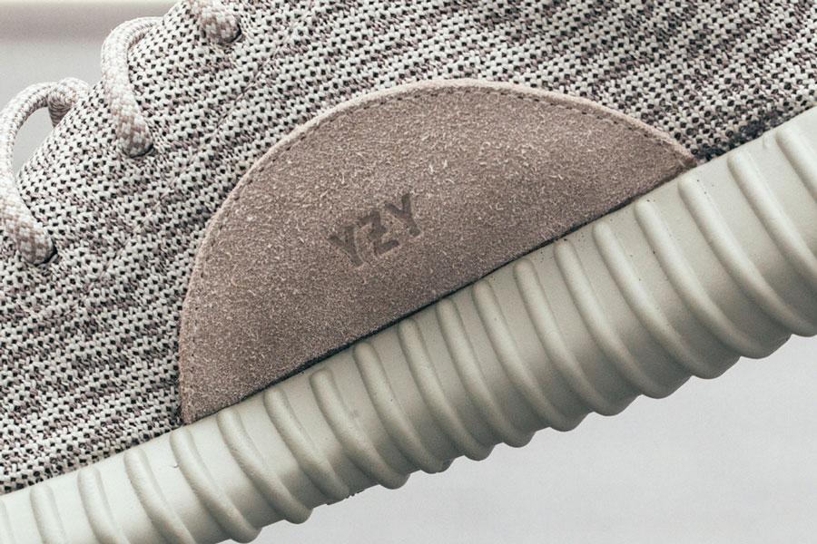 Adidas Yeezy Boost Color Crema