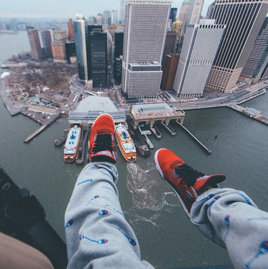 Selfies-de-sneakers-tomadas-desde-las-alturas-y-al-extremo-desempacados
