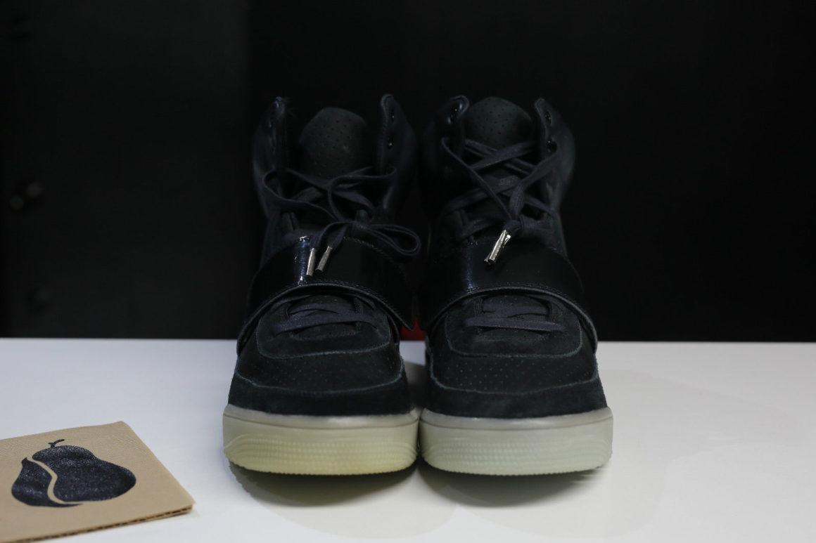 nike-air-yeezy-black-sample-65000-7_hxs6in