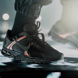 detailed look 59fa2 72c5c El Nike Zoom Vomero 5 llega a los pies de Drake