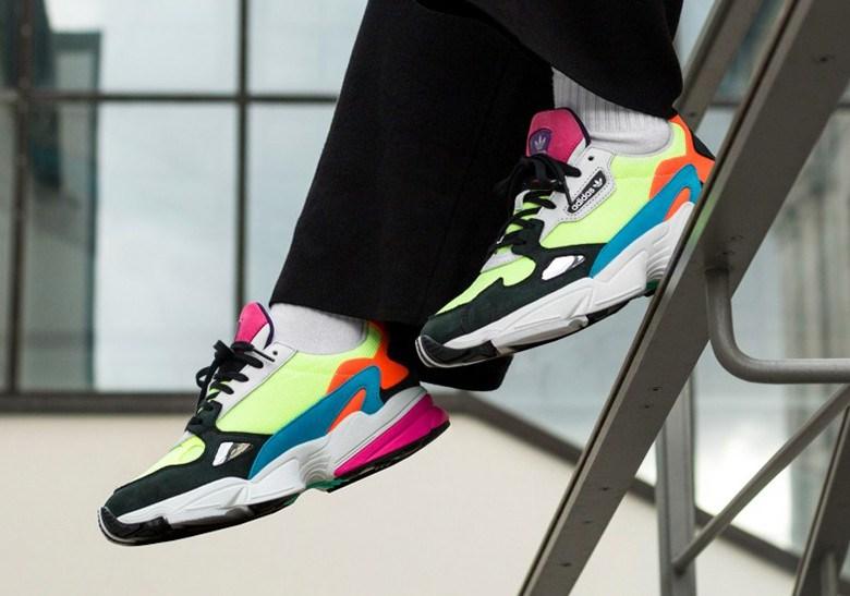 Manchuria Banco de iglesia Persona a cargo del juego deportivo  El adidas Falcon se llena con colores vibrantes   Desempacados